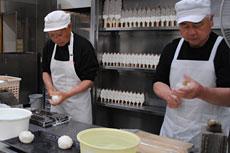 手作りの味を守る加工場